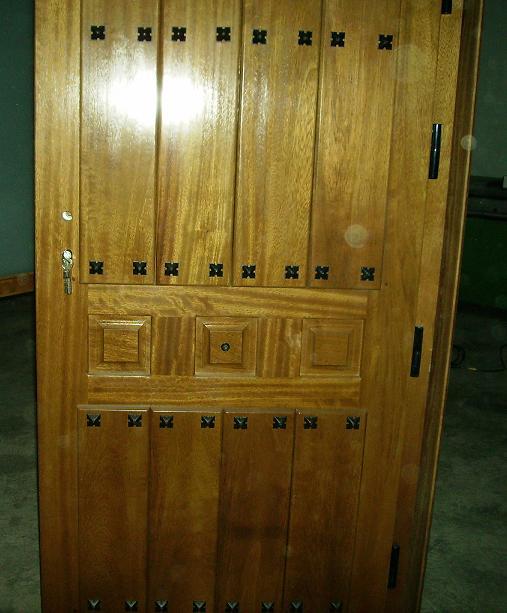 Puertas de calle rustica de clavos puertas alberto cano for Puertas de calle rusticas